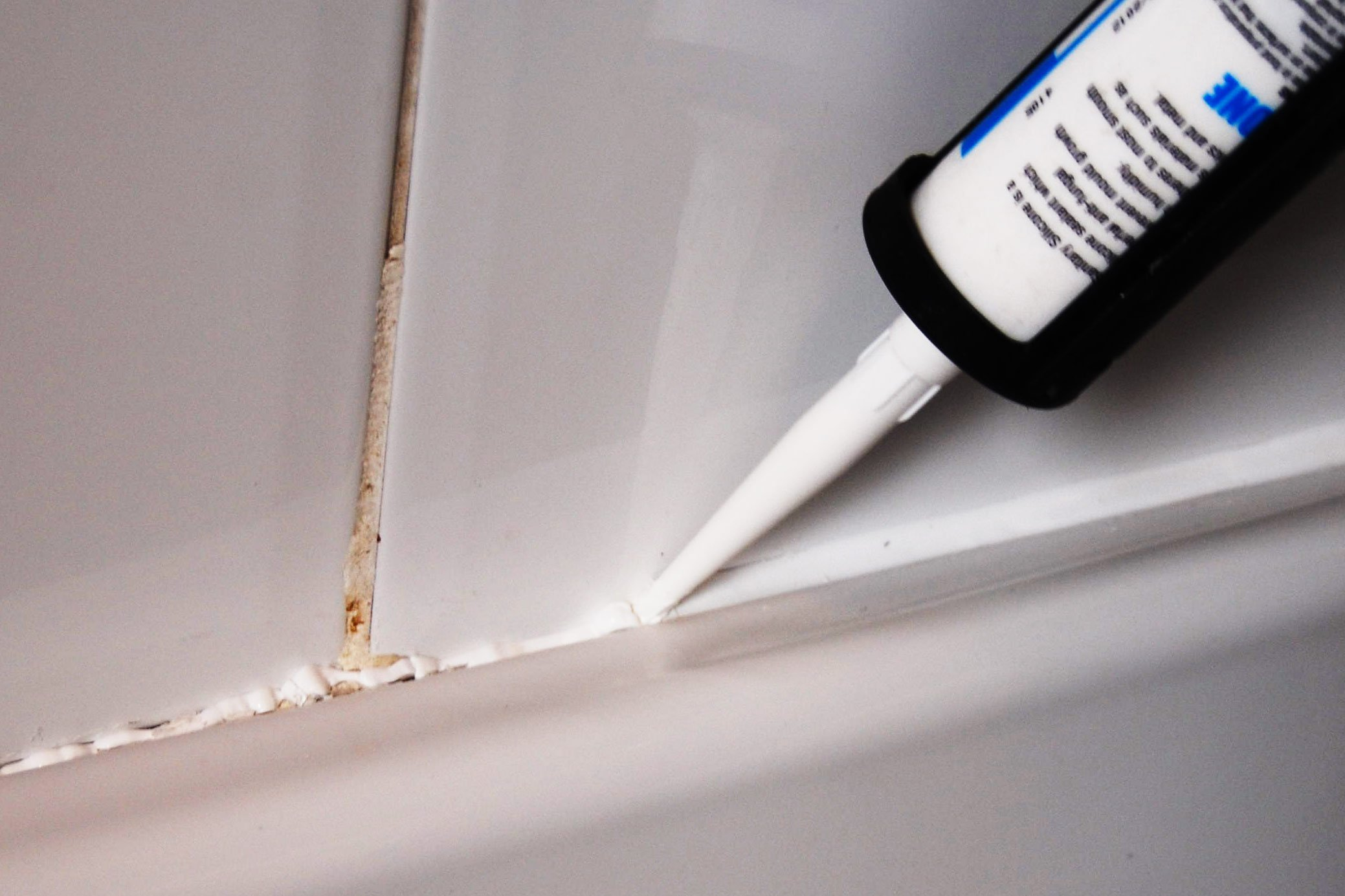 Top Tip On How To Apply Silicone Sealant With Step By