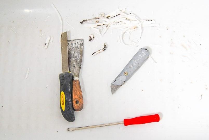 Tools to remove slicone