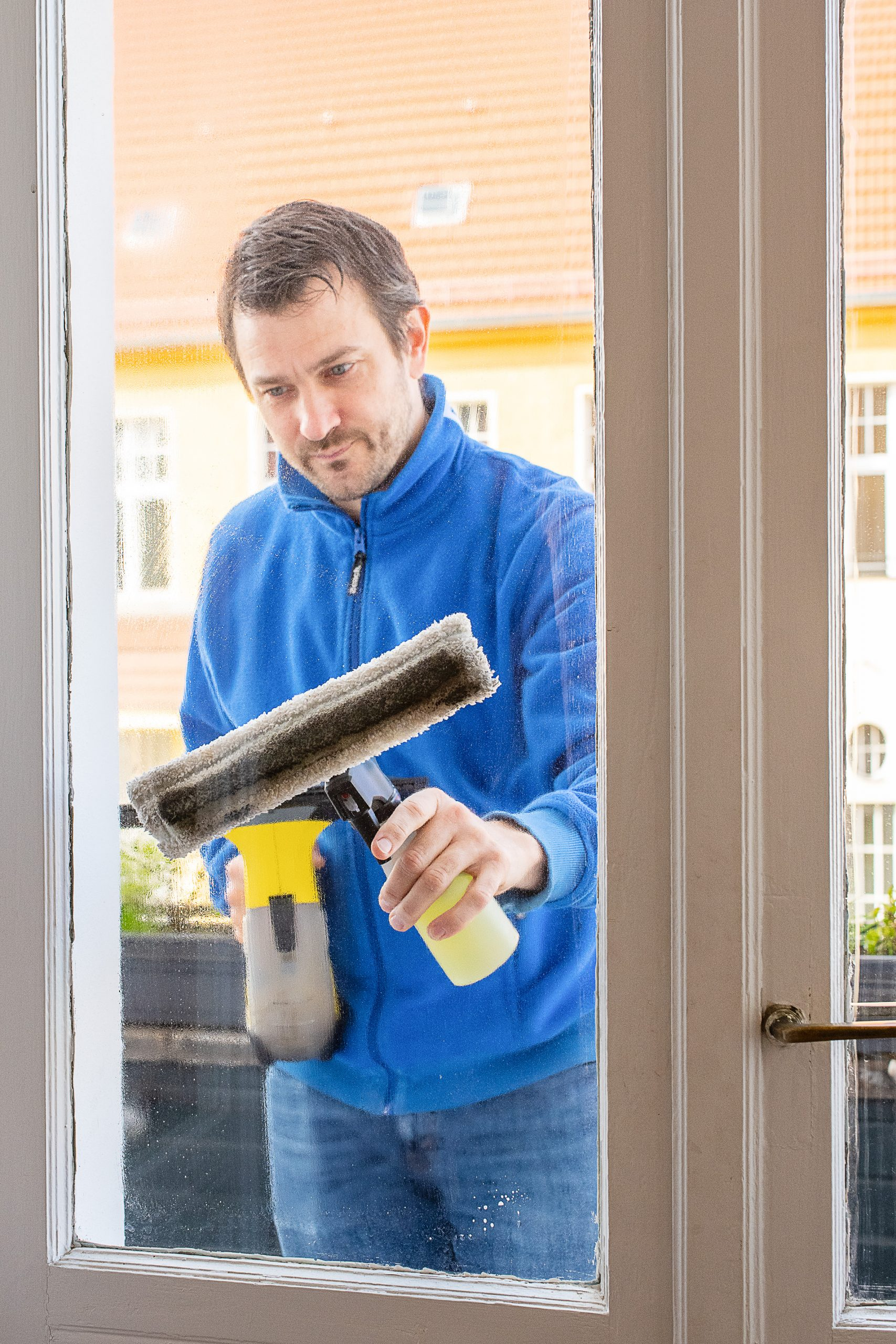 - cleaning window with karcher window vac