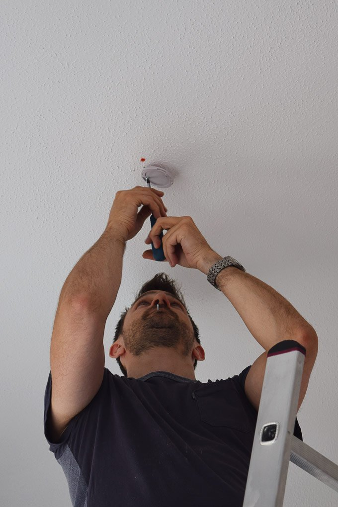 Jalo Helsinki Smoke Detector - Attaching it to the ceiling