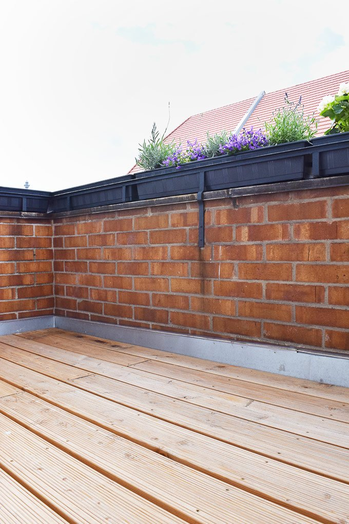 Treating Decking with Decking Oil| Little House On The Corner