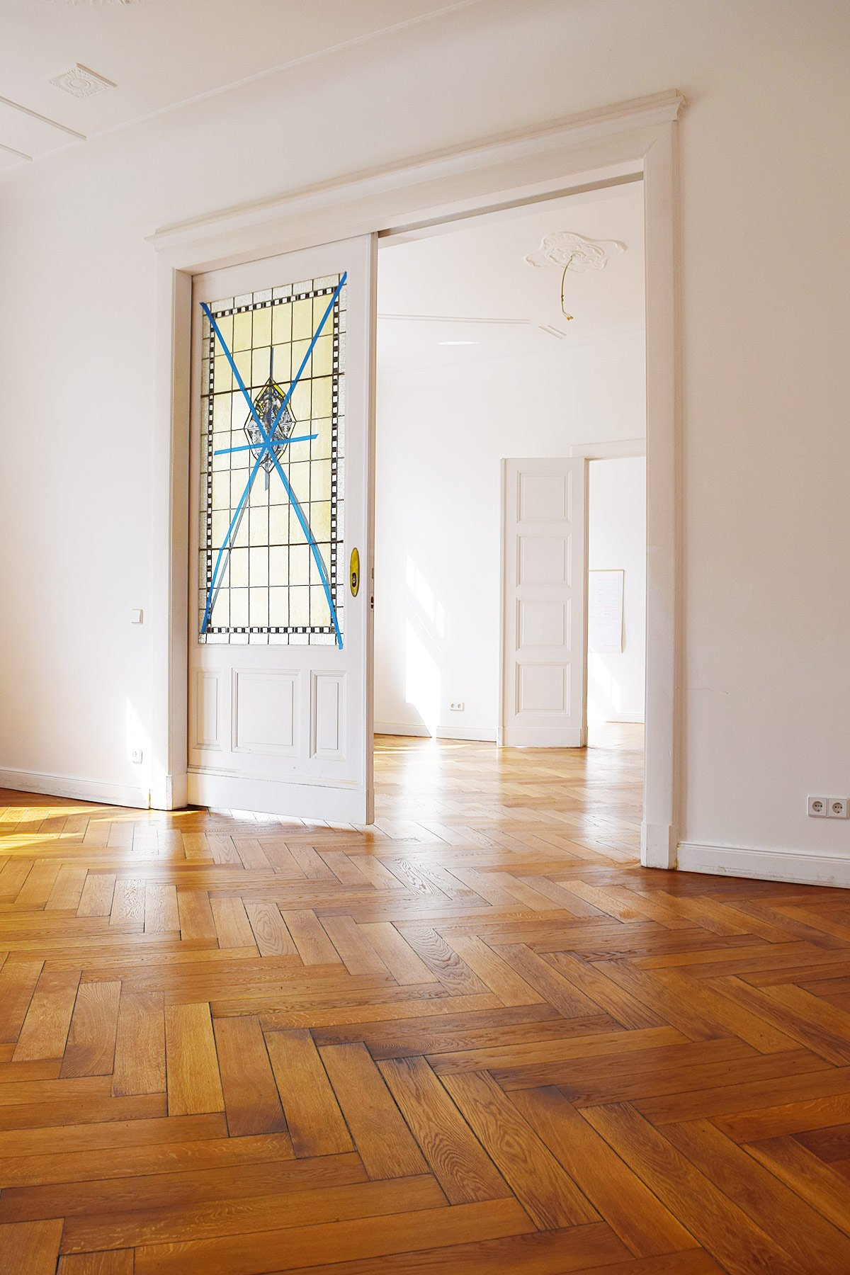 Apartment Berlin - Parquet Floor - Stained Glass Sliding Door | Little House On The Corner