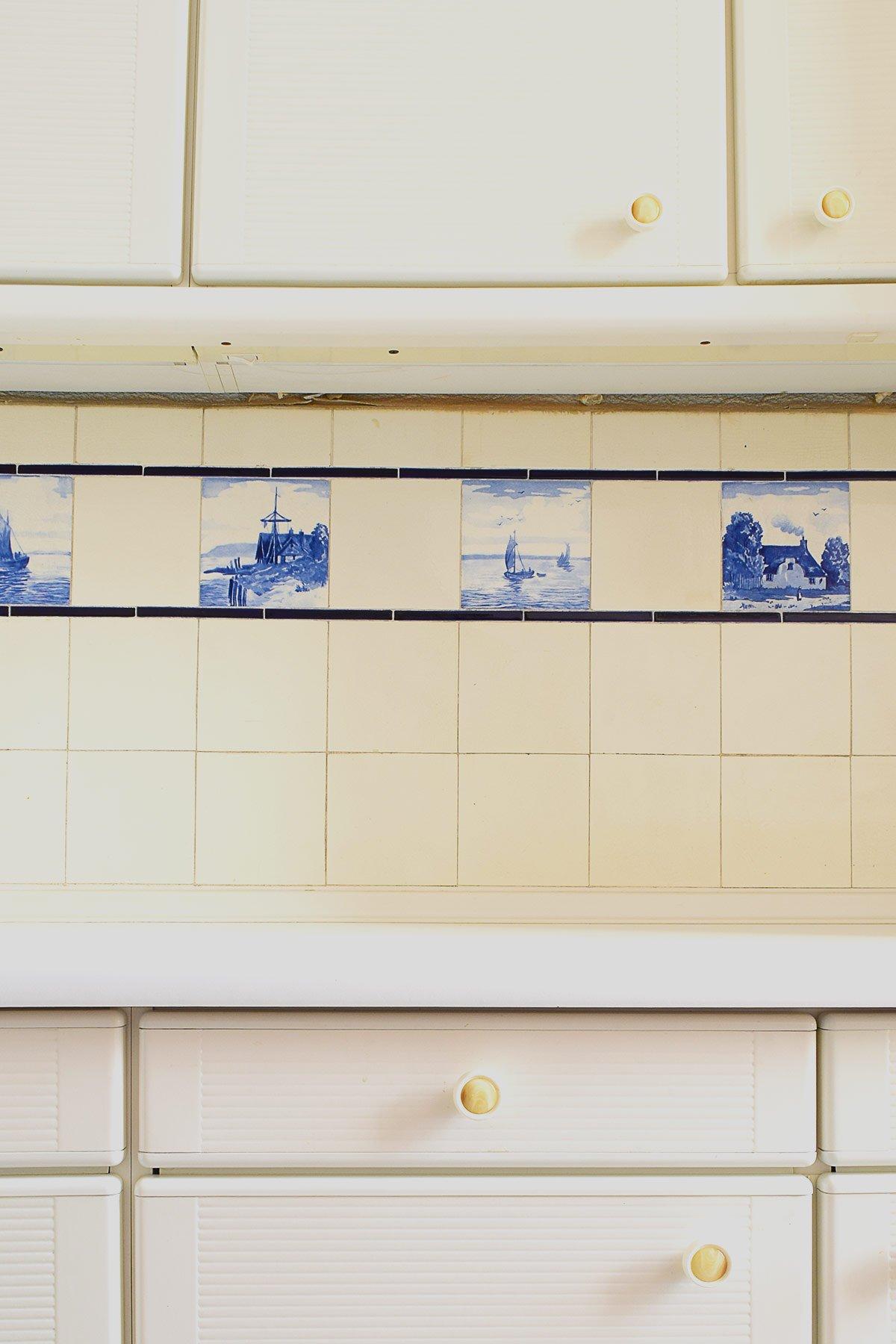Kitchen Splashback Before | Little House On The Corner