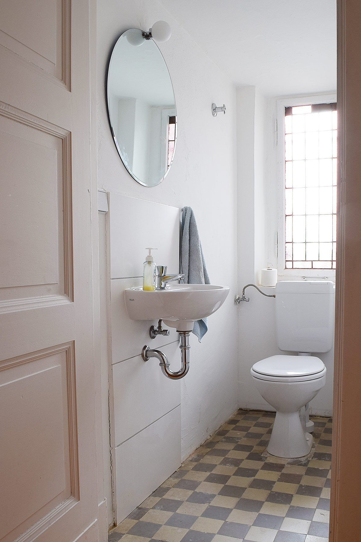 Guest Bathroom - Before   Little House On The Corner