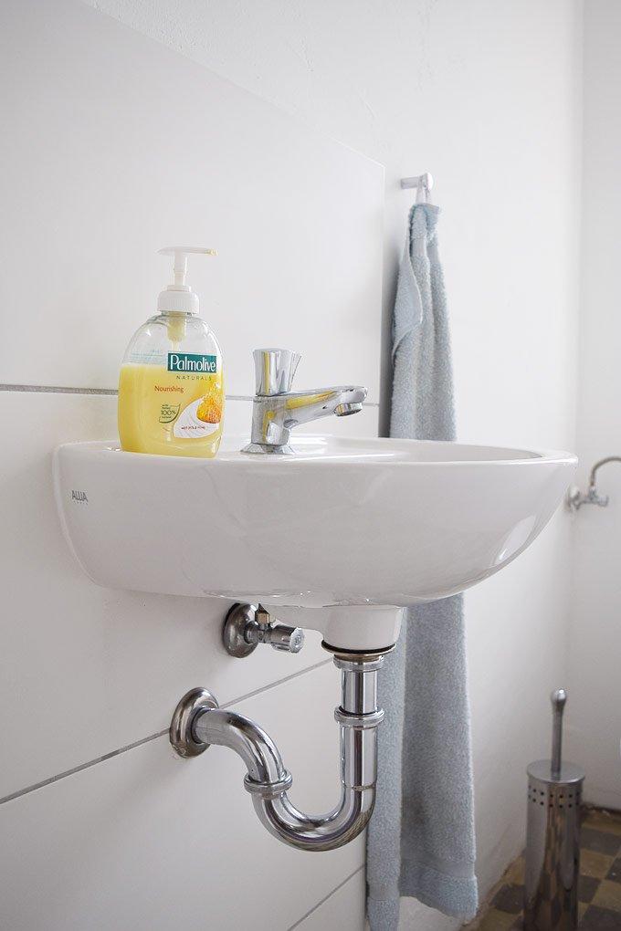 Guest Bathroom Washbasin - Before