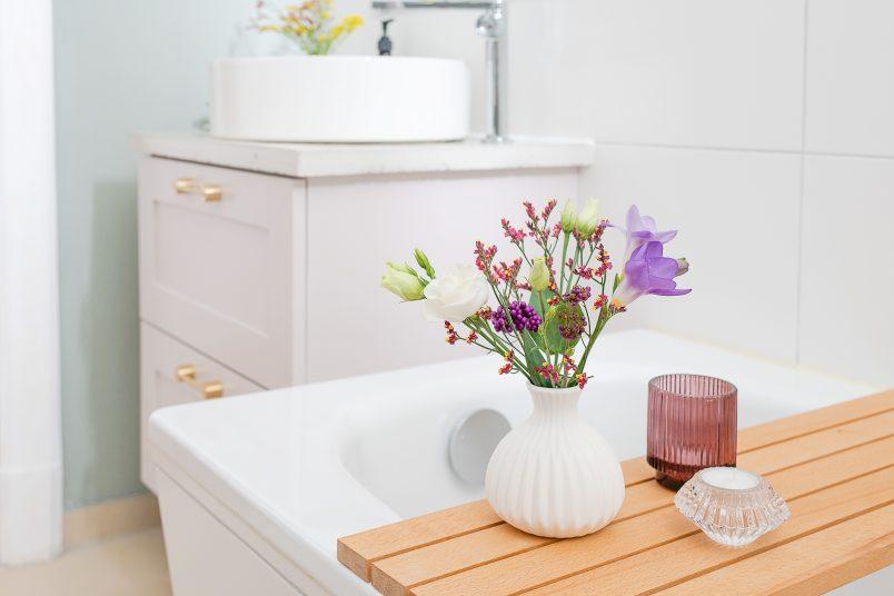 Bathroom Makeover - DIY Bath Caddy | Little House On THe Corner