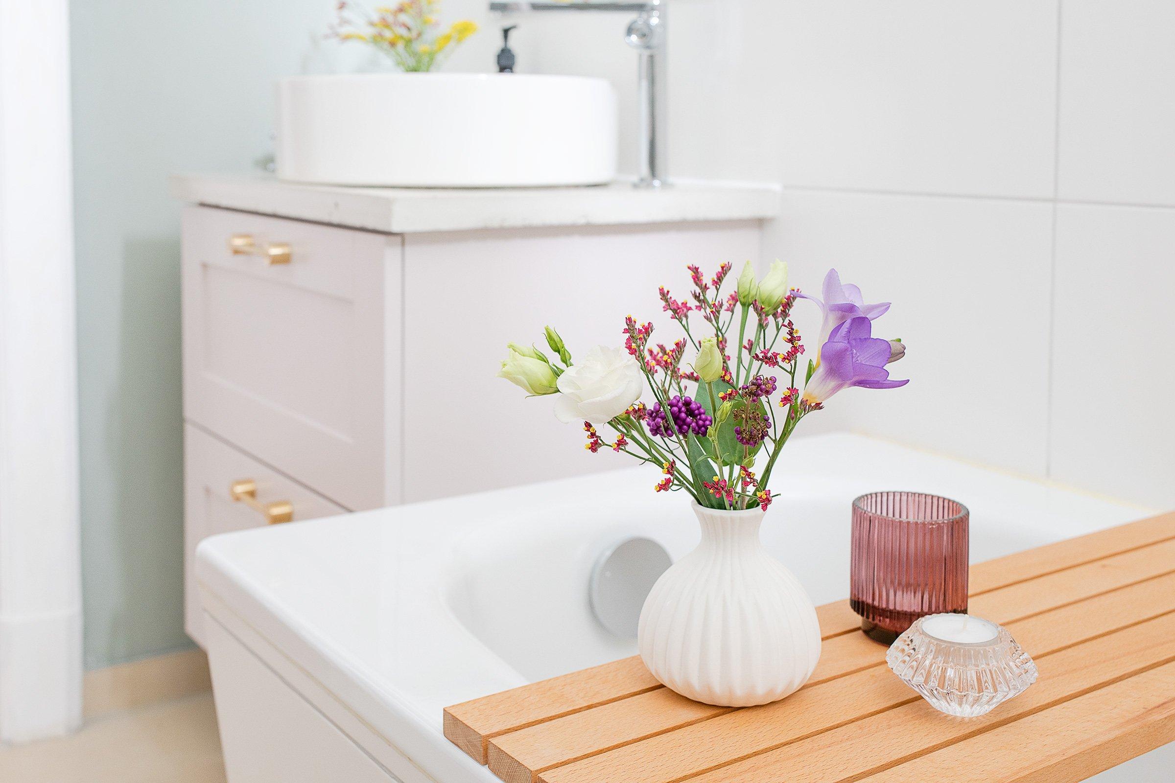 Bathroom Makeover - DIY Bath Caddy   Little House On THe Corner