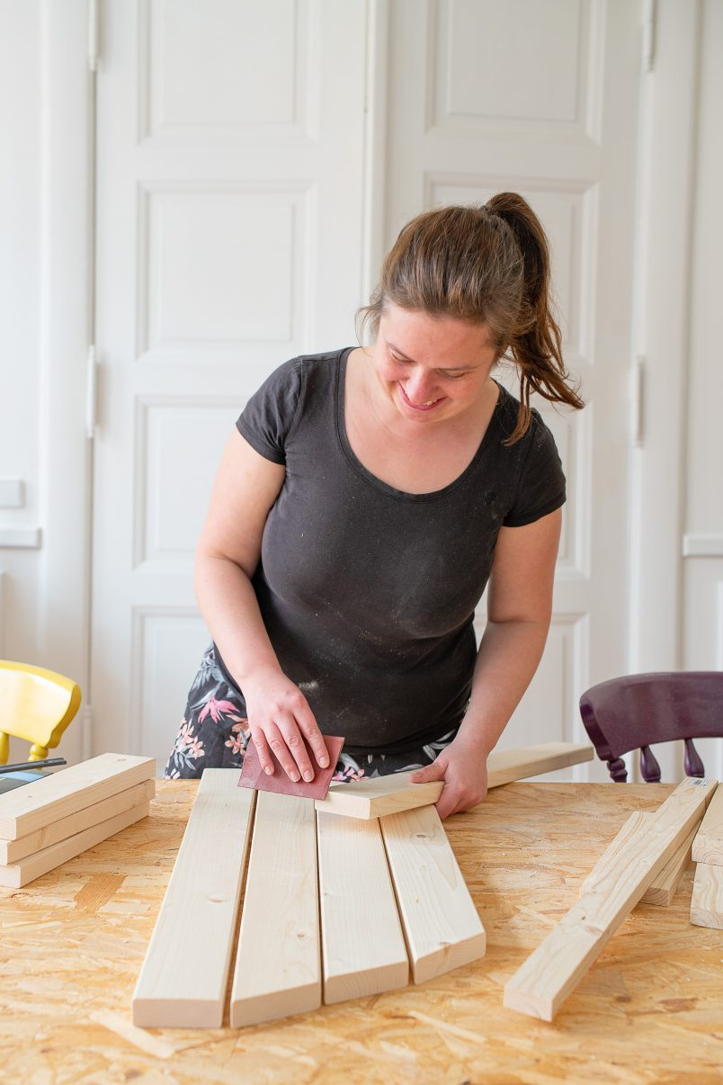 DIY Foldable Space Saving Table - Assembling The Table