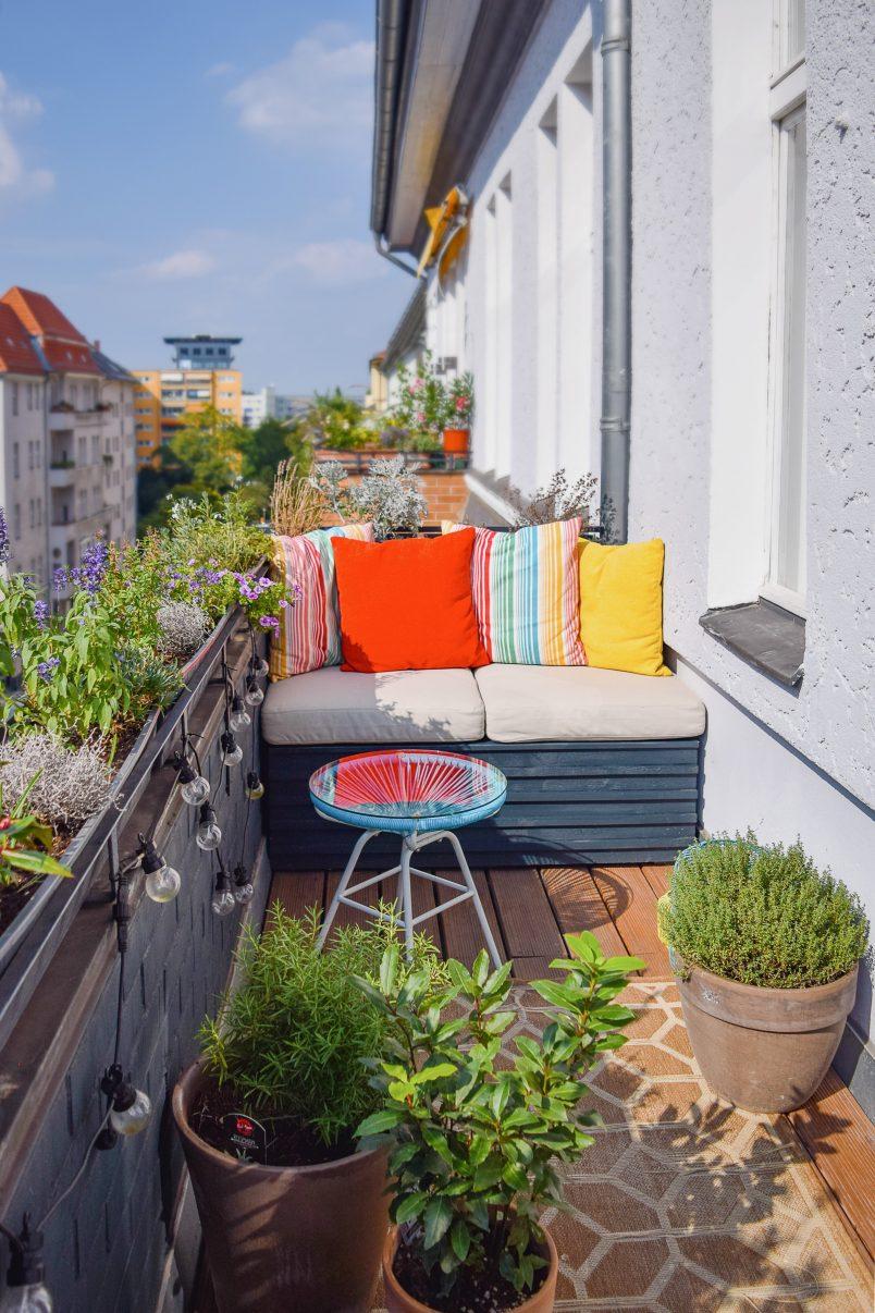 DIY Outdoor Sofa With Hidden Storage | Little House On The Corner