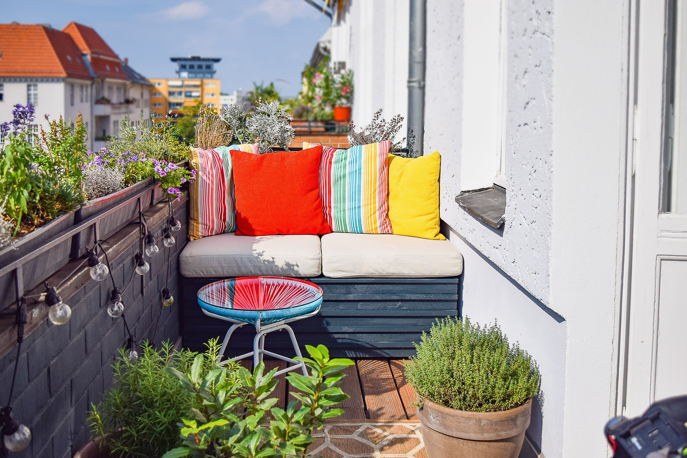 DIY Outdoor Sofa With Hidden Storage | Little House On The Corner