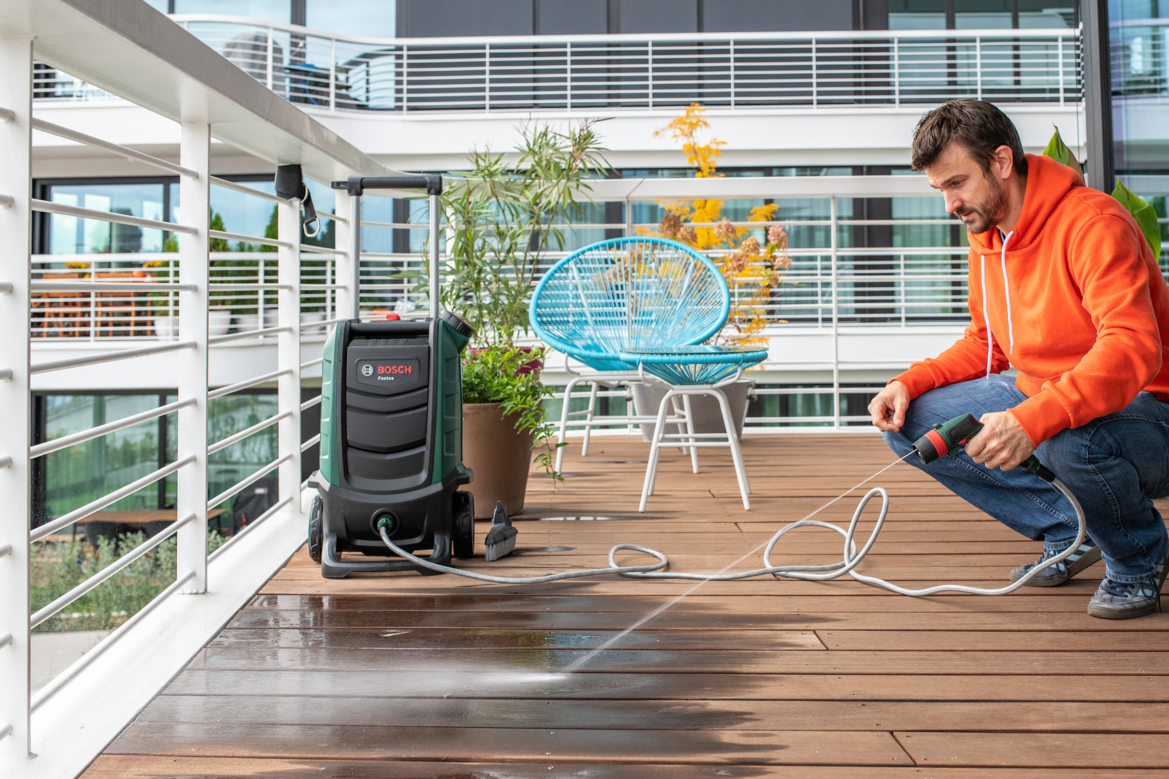 Cleaning Decking with Bosch Fontus