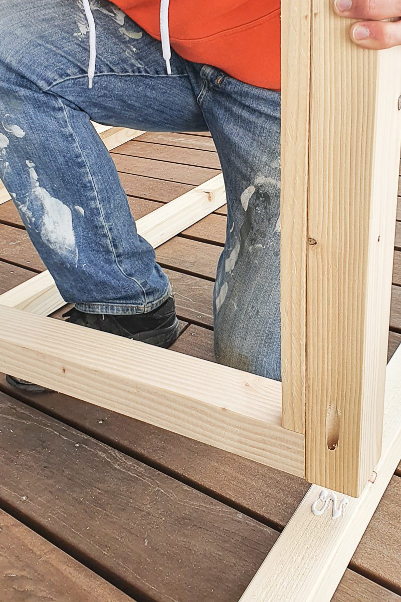 Attaching seat to frame of cabana daybed