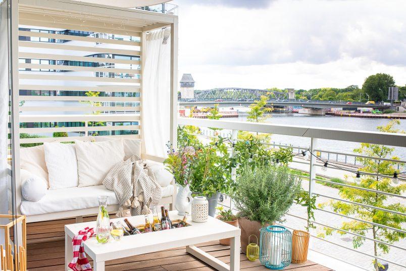 DIY Cabana on Balcony