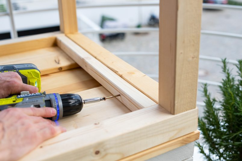 Attaching-table-support