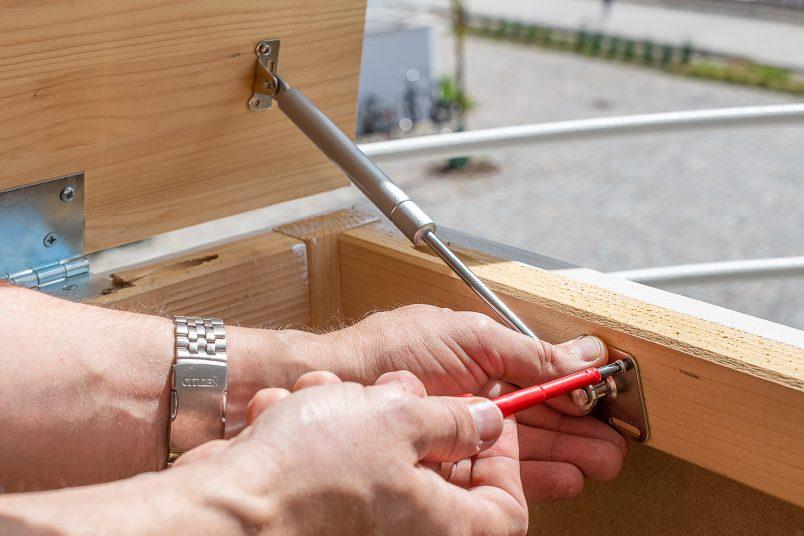 Adding hydraulic hinges