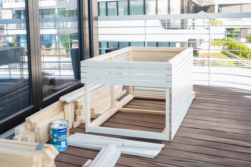 Assembling Slatted Outdoor Storage Box