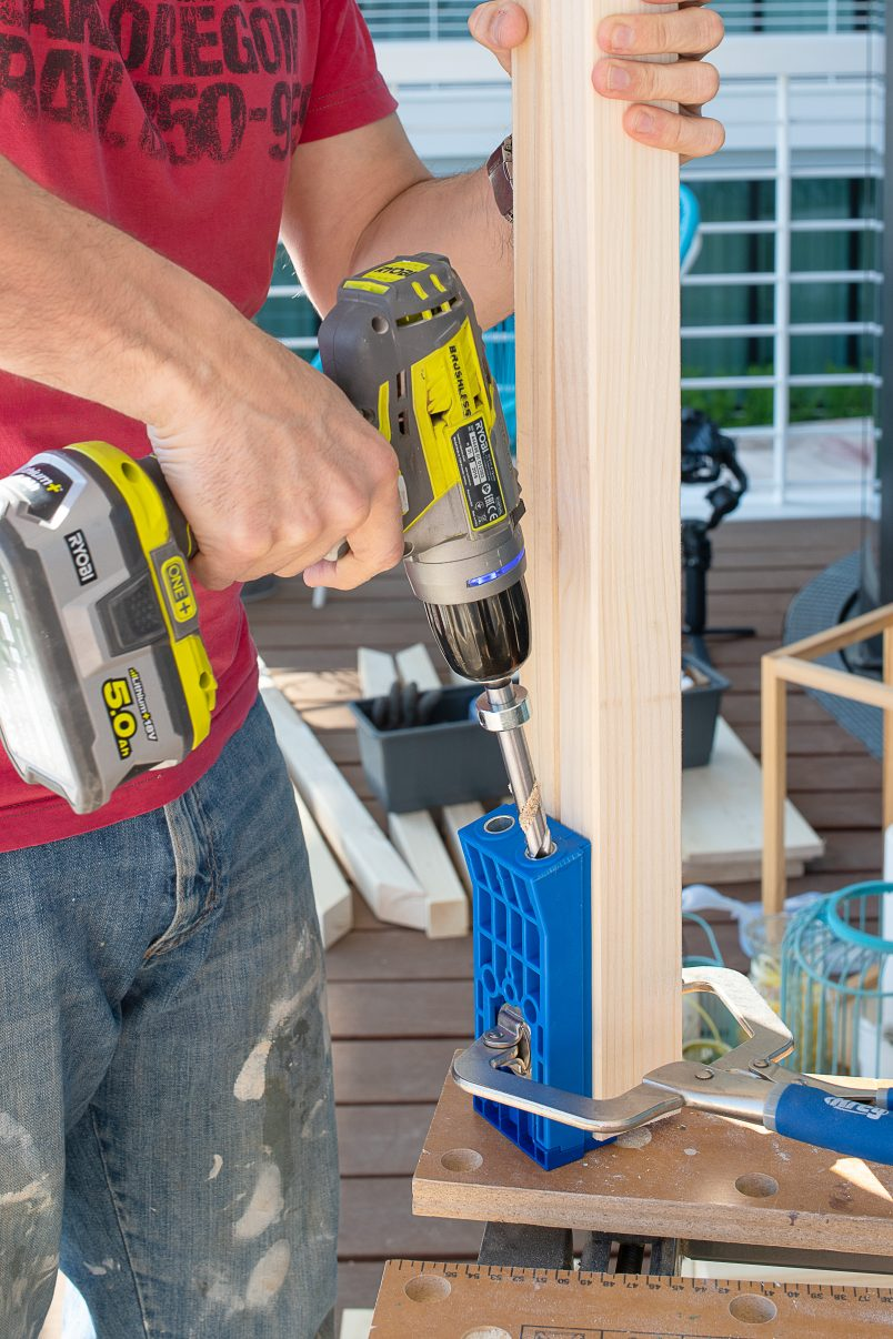 Drilling hole into wood with Kreg Jig HD